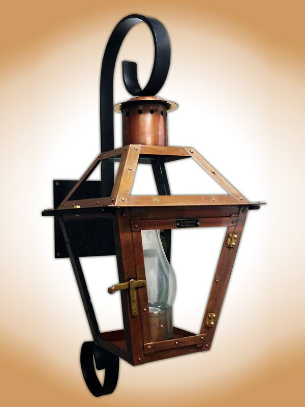 bourbon-st--lantern-with-chartres-scroll-bracket